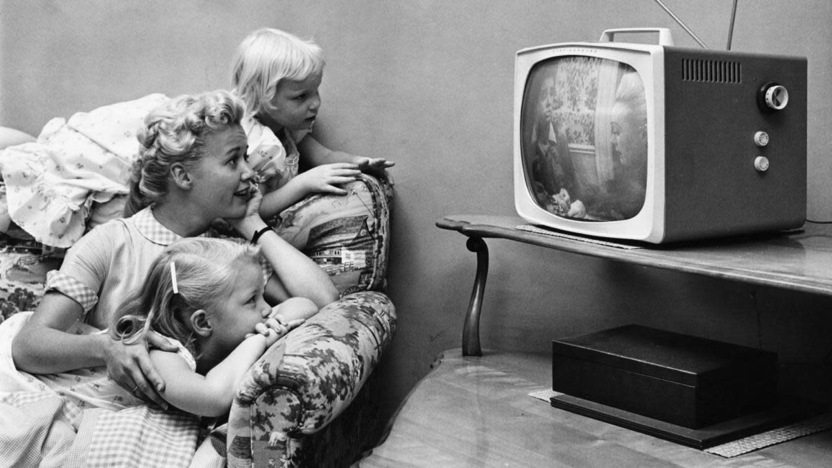 A family watching television in their home, circa 1955. (Credit: Archive Photos/Getty Images)