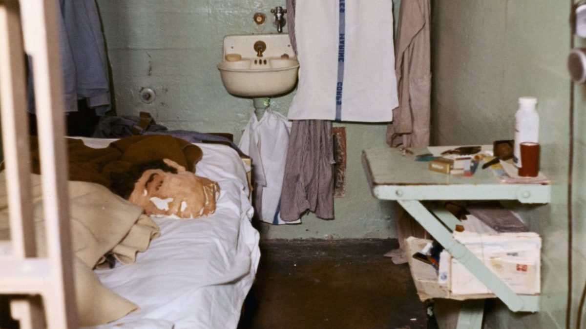 A photograph showing the cell where one of the three prisoners escaped from Alcatraz on June 12, 1962. A dummy head was used to throw off guards, and sheets were used to conceal his exit below the sink. (Credit: Bettmann Archive/Getty Images)