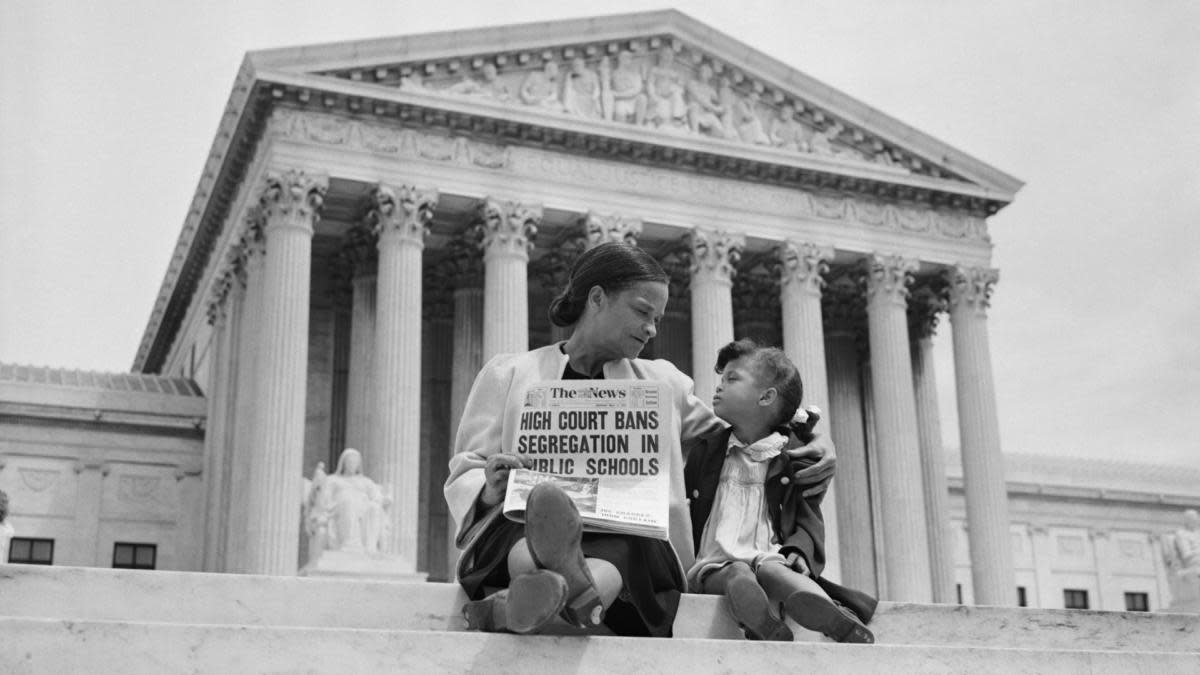 Nettie Hunt explaining the meaningful ruling of the Brown v. Board of Education case to her daughter Nickie on the steps of the U.S. Supreme Court. (Credit: Bettmann Archive/Getty Images)