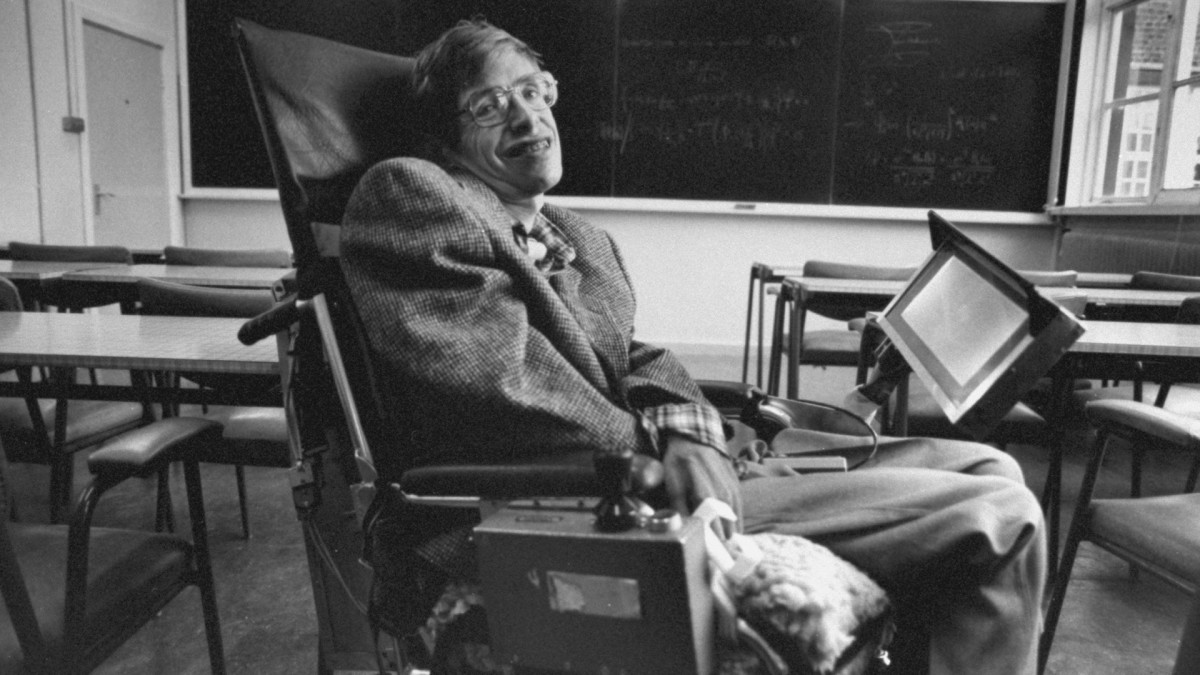 Cambridge University physicist and author Professor Stephen Hawking, wheelchair bound due to ALS (amyotrophic lateral sclerosis, aka Lou Gehrig's disease), inside a lecture hall.  (Credit: Terry Smith/The LIFE Images Collection/Getty Images)