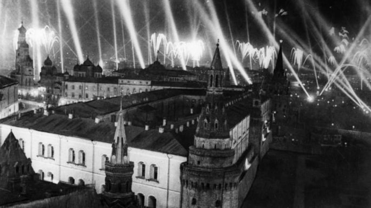 Fireworks over the Kremlin celebrating the end of World War II. (Credit: Sovfoto/UIG via Getty Images)