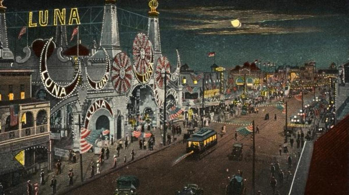 Luna Park, 1913 (Credit: LCDM Universal History Archive/Getty Images)