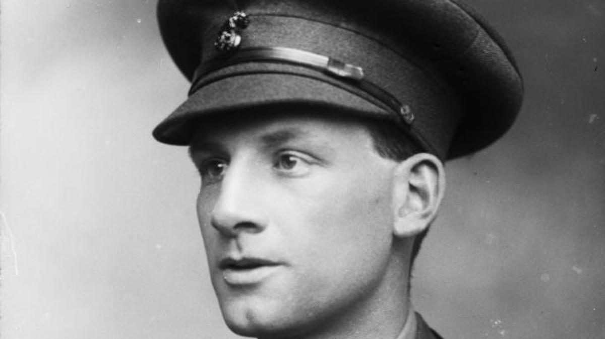 English poet, novelist and soldier, Siegfried Sassoon. (Credit: George C. Beresford/Hulton Archive/Getty Images)