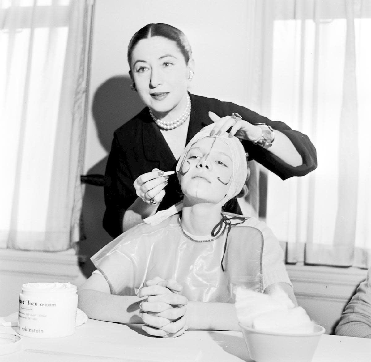 Beauty expert Helena Rubinstein illustrating the shape of the basic lines on the face so that make-up can be applied to flatter individual contours, 1935. (Credit: Orlando/Three Lions/Getty Images)