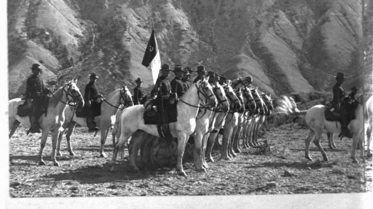 Cavalry troop performing drills at Yellowstone. (Creidt: B.L. Singley/Library of Congress/Getty Images)