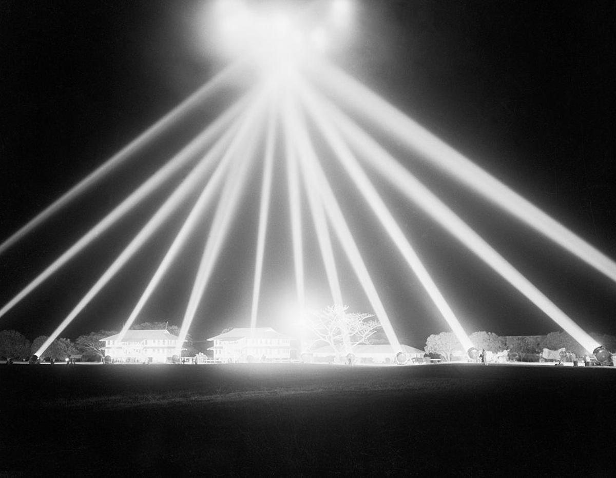 World War II-era anti-aircraft spotlights. (Credit: Bettmann/Getty Images)