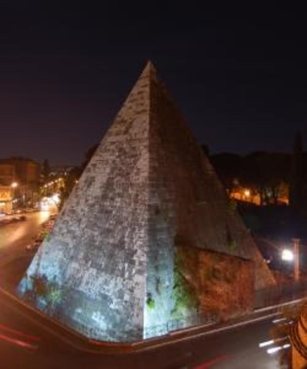 Pyramid of Cestius at night. (Credit: 3impact)