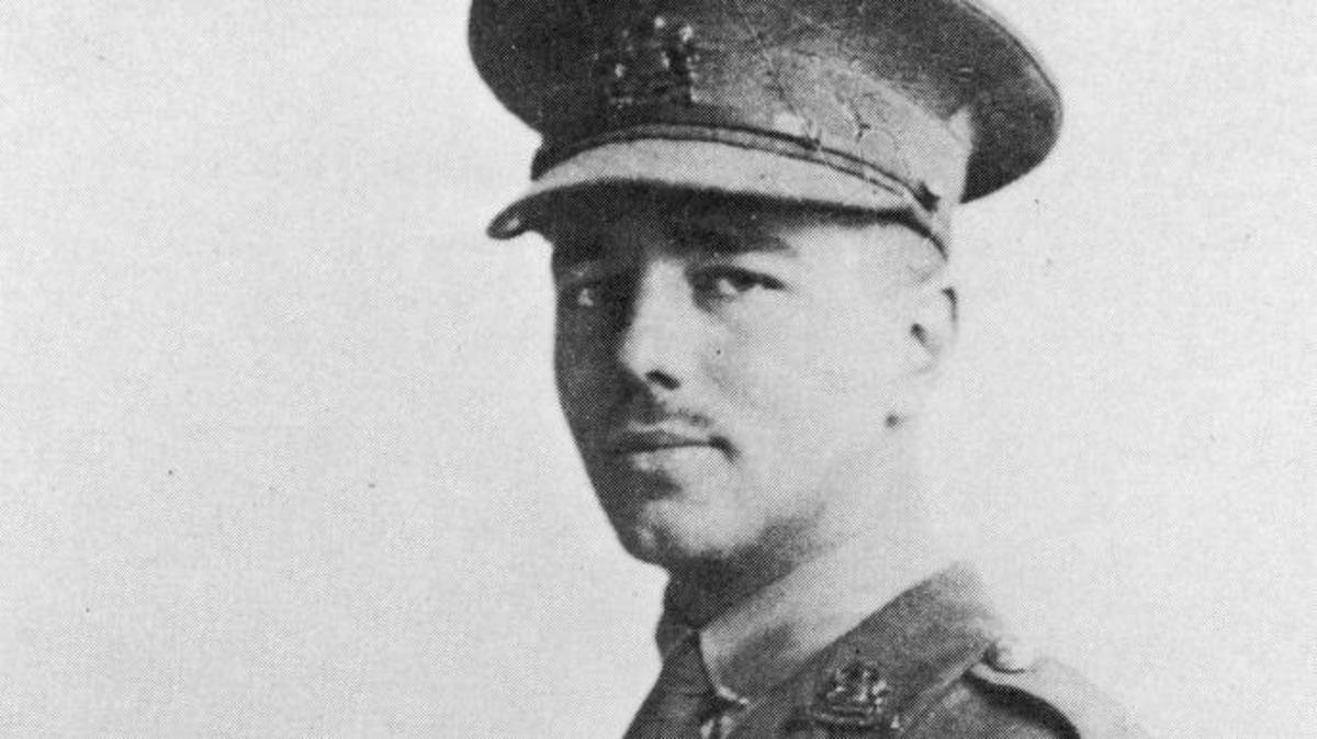 Wilfred Owen, circa 1916. (Credit: Fotosearch/Getty Images)