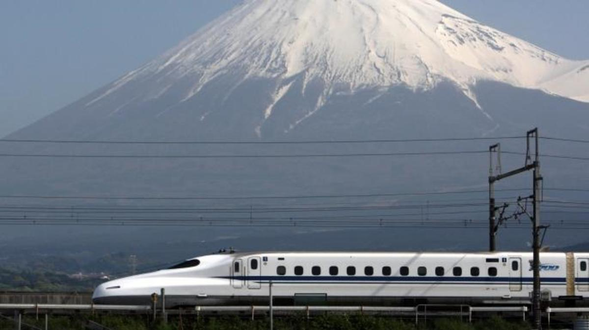 Central Japan Railway Co.'s N700 series Shinkansen bullet train. (Credit: Tomohiro Ohsumi/Bloomberg/Getty Images)