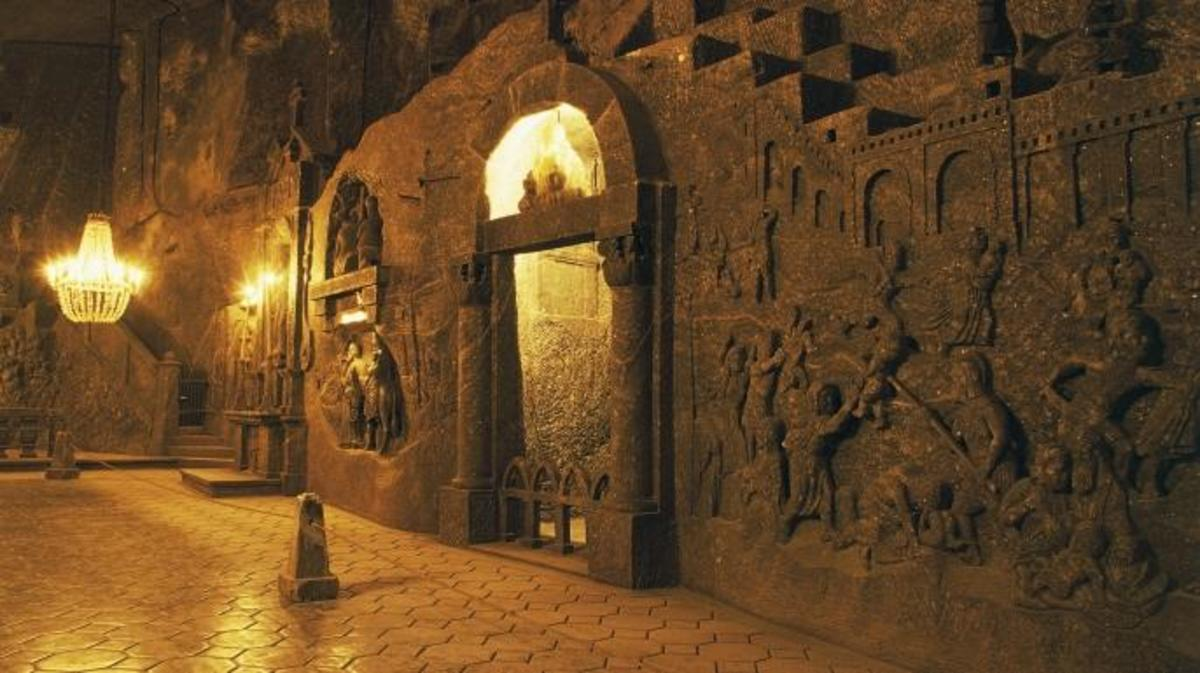 Chapel in the cathedral carved out of the rock salt in Wieliczka salt mine. (Credit: DeAgostini/Getty Images)