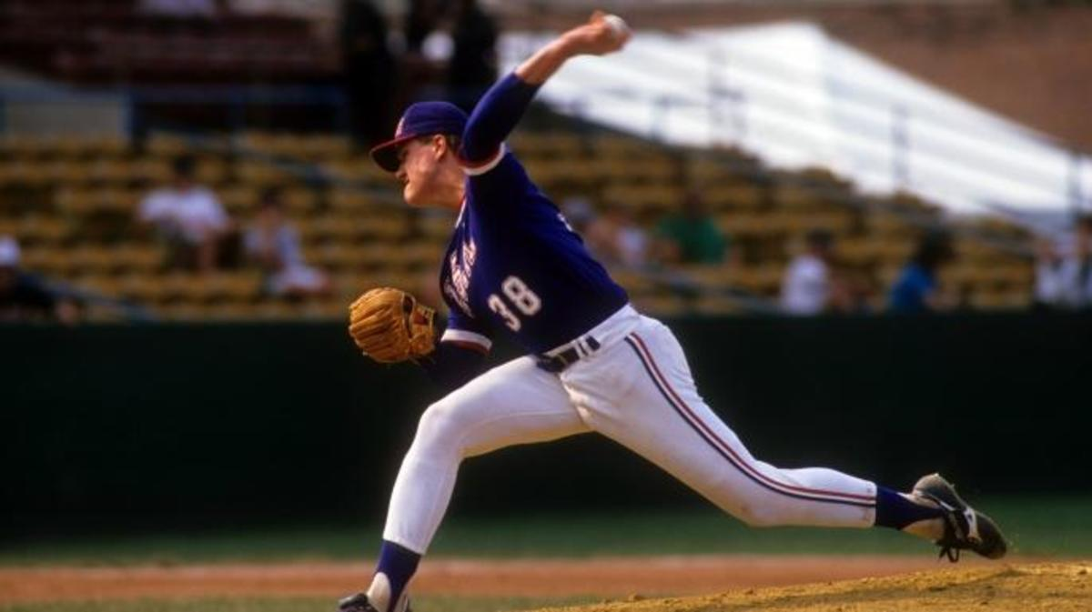 Jim Abbott during a game in the 1987 Pan American Games. (Credit: Rick Stewart/Getty Images)