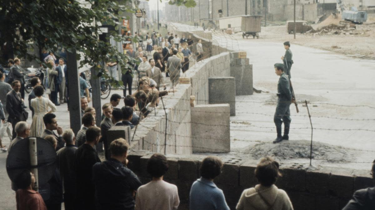 Berlin residents at the newly built wall, August 1961. (Credit: Jung/ullstein bild/Getty Images)