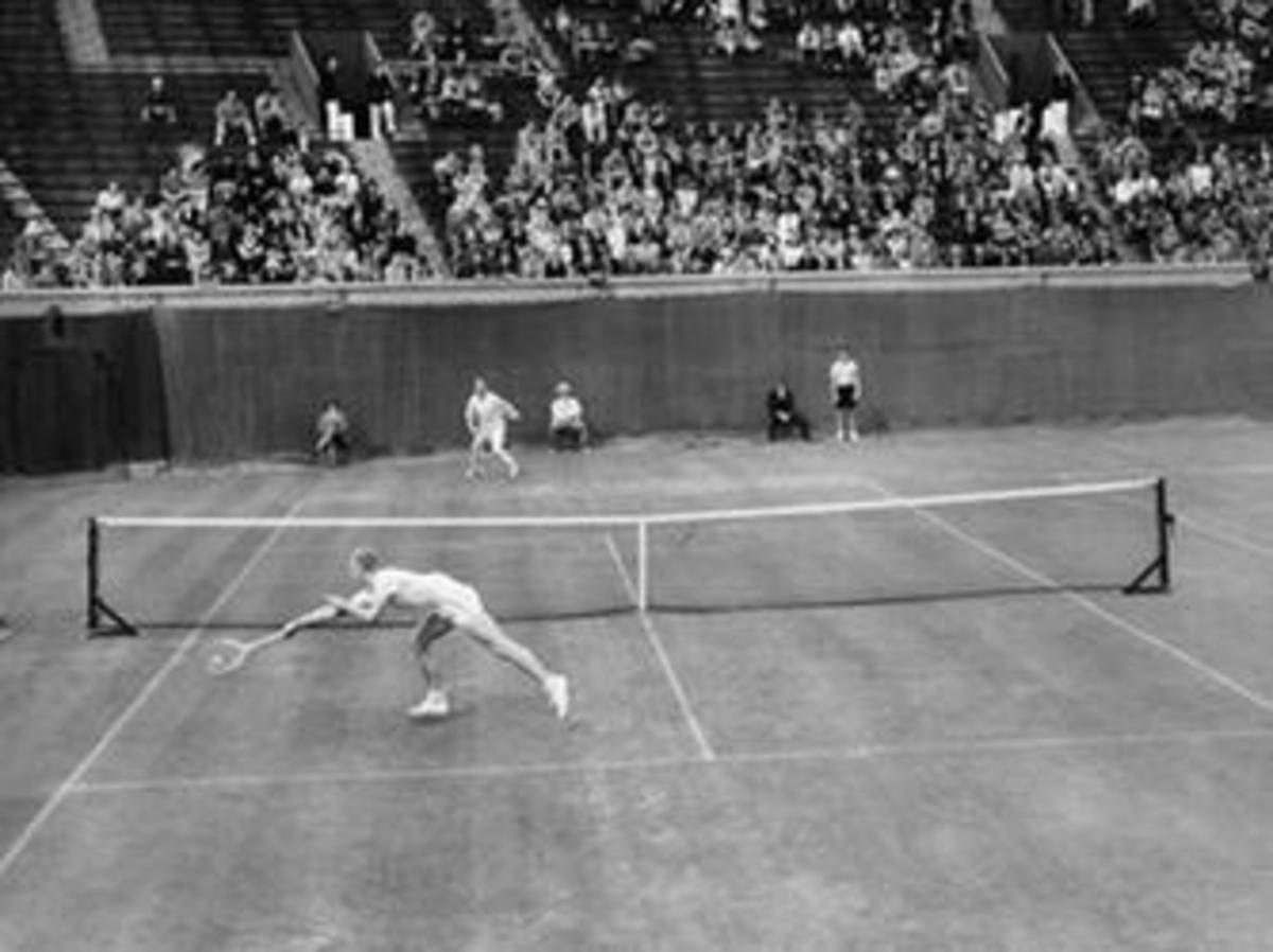 Joe Hunt (foreground) during his third round match with J.H. Crawford, September 1943. (Credit: Associated Press)