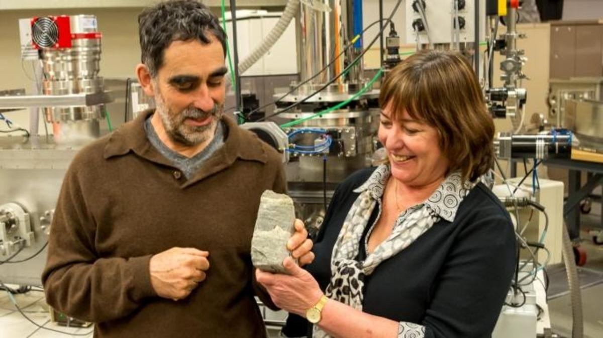 Allen Nutman (left) and Vickie Bennet (right) with a specimen of 3.7-billion-year-old stromatolites from Isua, Greenland.