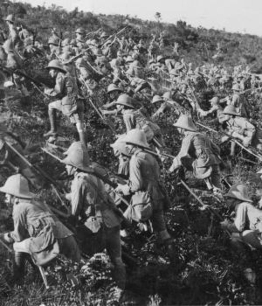British troops advancing at Gallipoli, August 1915. (Credit: Hulton Archive/Getty Images)