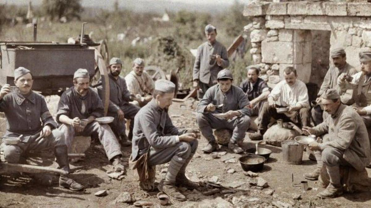 French soldiers of the 370th Infantry Regiment during the battle of the Aisne, 1917.