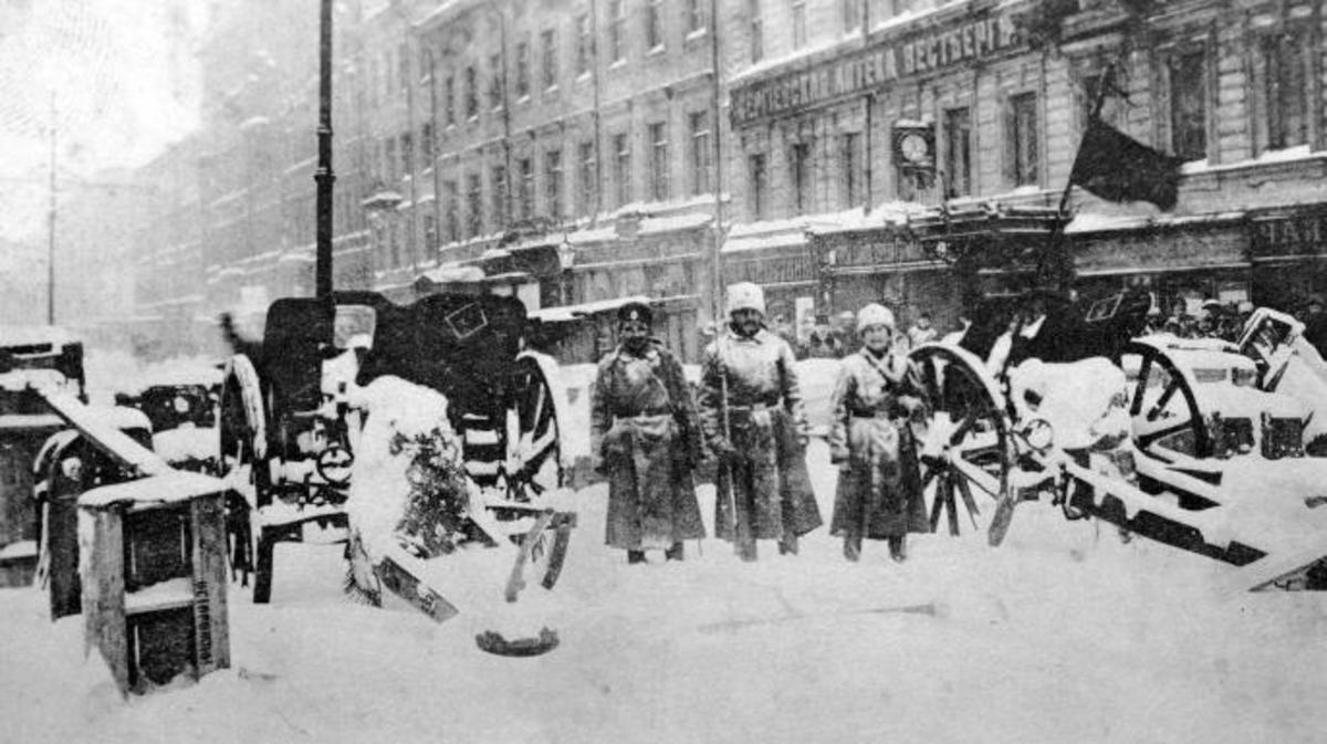 Revolutionary barricades in Petrograd following the revolution (Credit: Fine Art Images/Heritage Images/Getty Images)