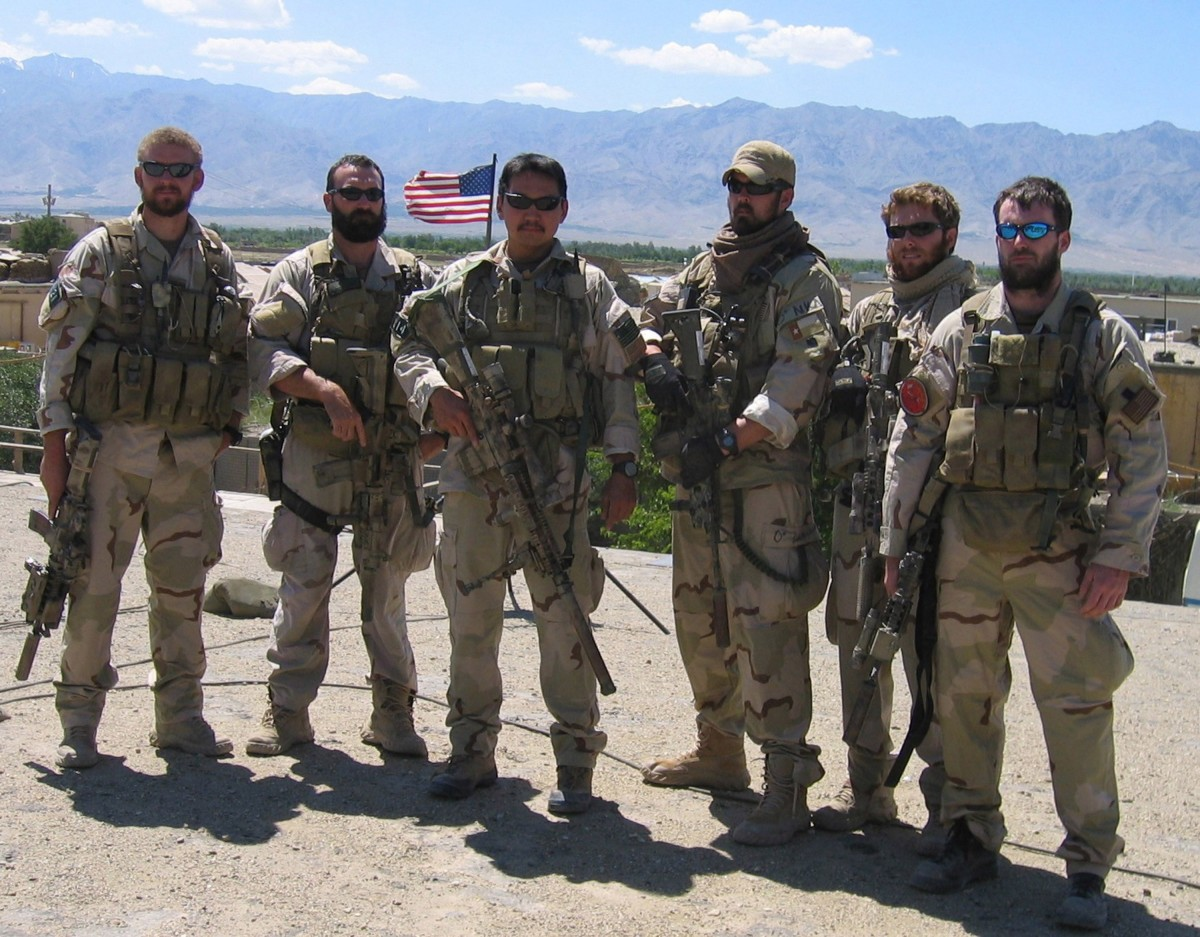 "The Real-Life Story Behind ""Lone Survivor"" - HISTORY"