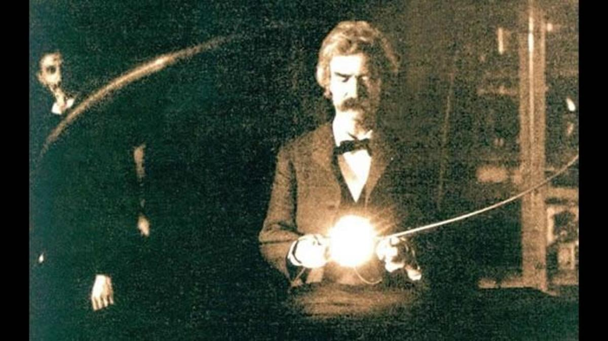 Twain and Tesla in Tesla's laboratory (Credit: Getty Images)
