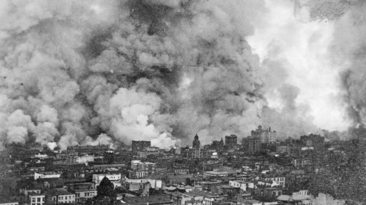 Raging fire over San Francisco after the 1906 earthquake. (Credit: Bettmann/Getty Images)
