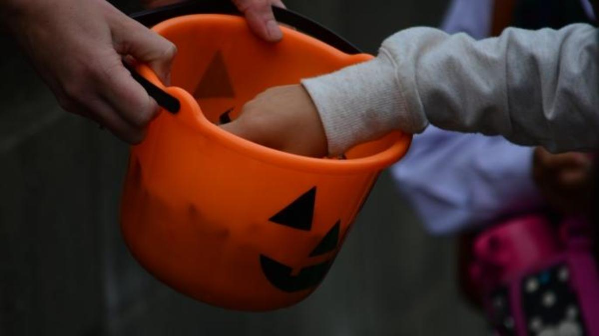 how americans became convinced their halloween candy was poisoned