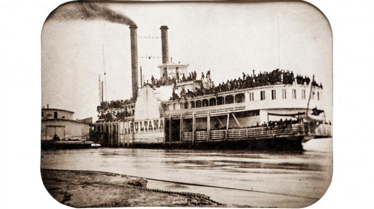 The Sultana on April 26, 1865, a day before she was destroyed. The view captures a large crowd of paroled Union prisoners packed tightly together on the steamboat's decks. (Credit: Cowan's Auctions/Wikimedia Commons)