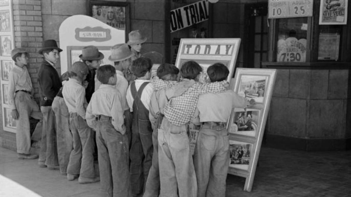 Children in front of a movie theater in Alpine, Texas, 1939. (Credit: Universal History Archive/UIG via Getty Images)