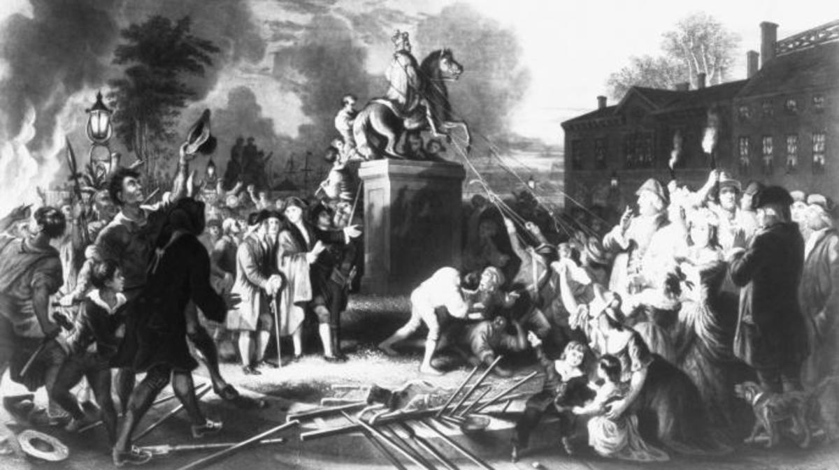 American colonists pull down a statue of King George III in New York City during the American Revolutio