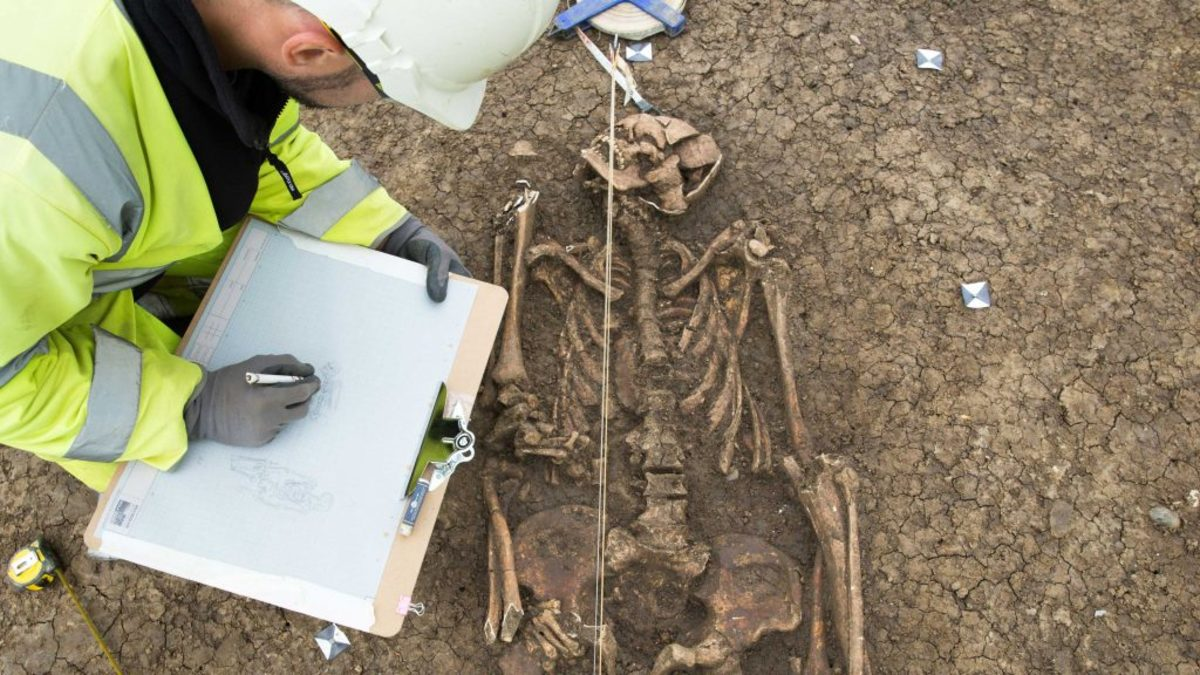 A set of unusual Roman burials being recorded by archaeologists. (Credit: Highways England/MOLA Headland Infrastructure)