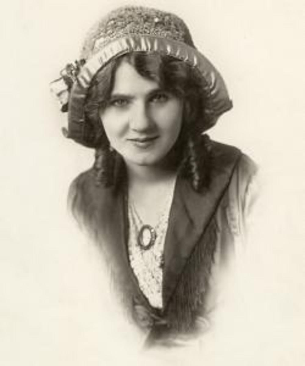 Florence Lawrence in a Frank C. Bangs Studio portrait.