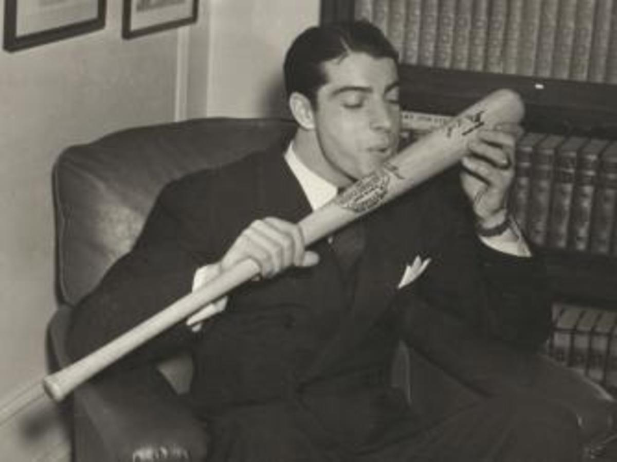 DiMaggio kissing his lucky bat during the streak. (Credit: Library of Congress)