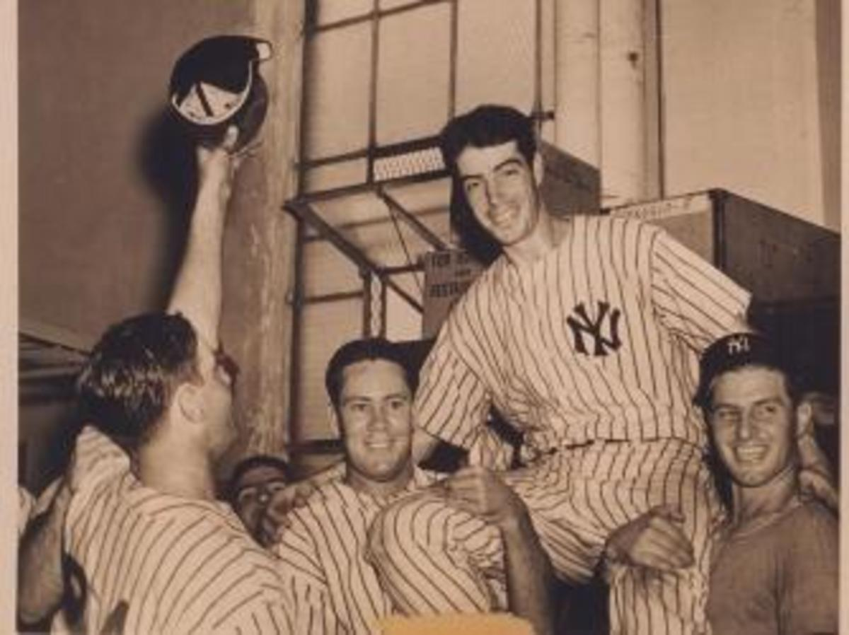 DiMaggio and Yankees teammates, 1941. (Credit: Joe Traver/Getty Images)