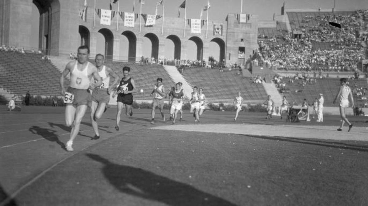 Polish runner Janus Kusocinski wins gold in at the 1932 Olympics. (Credit: Bettmann)