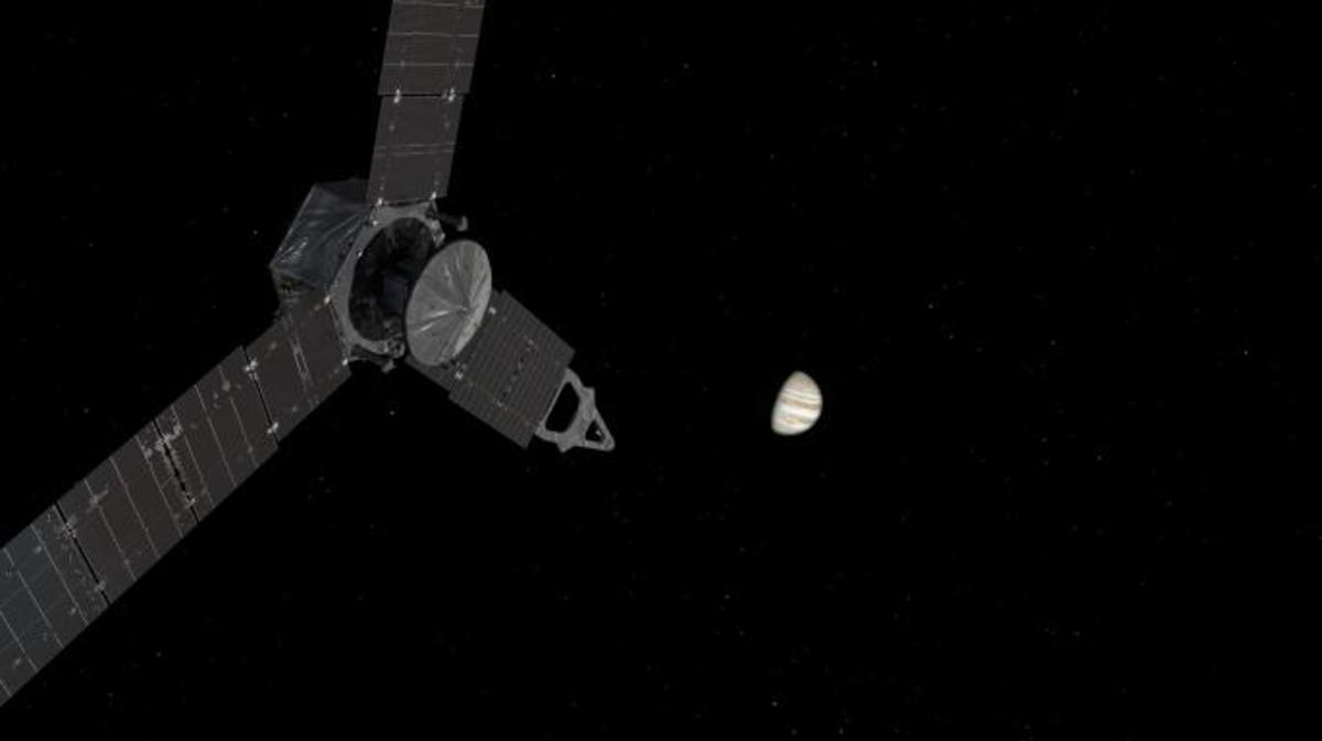 An artist's illustration depicts Juno approaching Jupiter. (Credit: NASA)