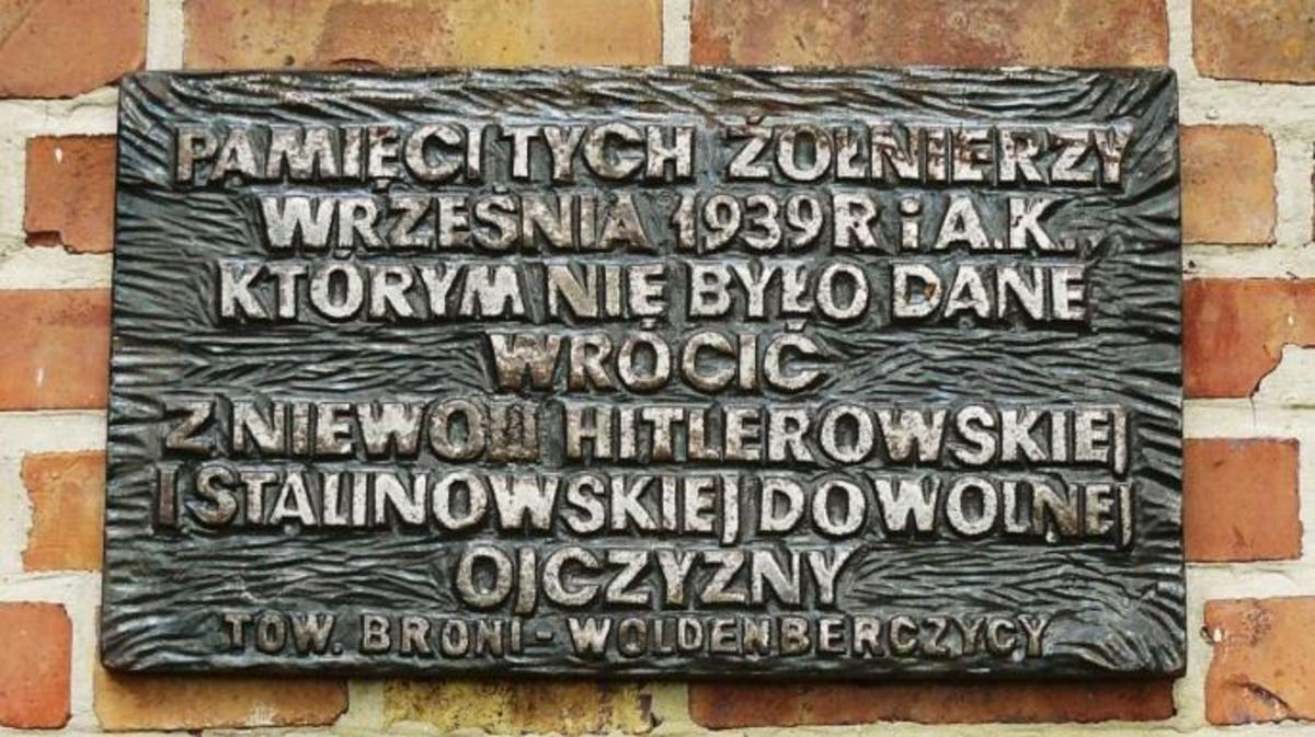 Plaque at site of former Woldenberg camp.
