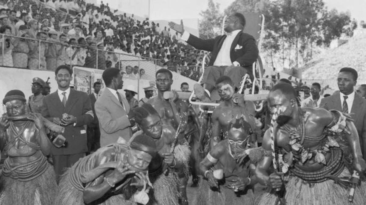 Armstrong is carried in triumph into Brazzaville's Beadouin Stadium during his African tour. (Credit: Bettmann)