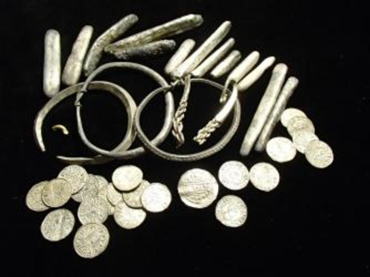 A selection of items in the Watlington Hoard after examination work. (Credit: Portable Antiquities Scheme)
