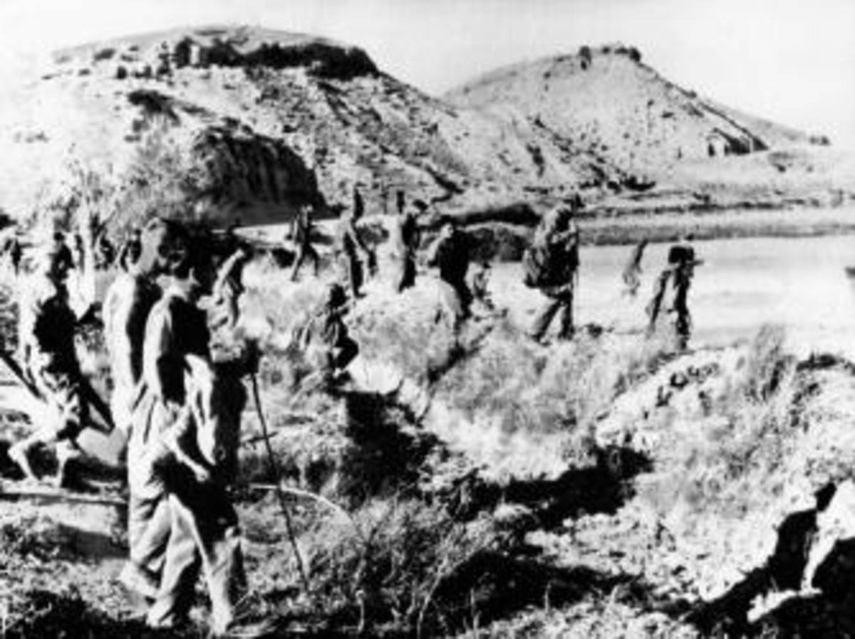 U.S. Air Force units searching for the fourth bomb in Palomares. (Credit: ullstein bild/Getty Images)