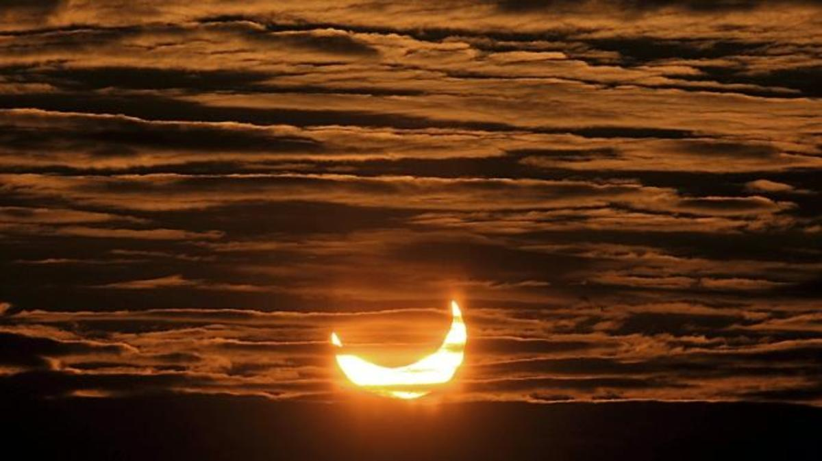 Partial solar eclipse on January 04, 2011 in Locon, northern France. (Credit: Philippe Huguen/AFP/Getty Images)