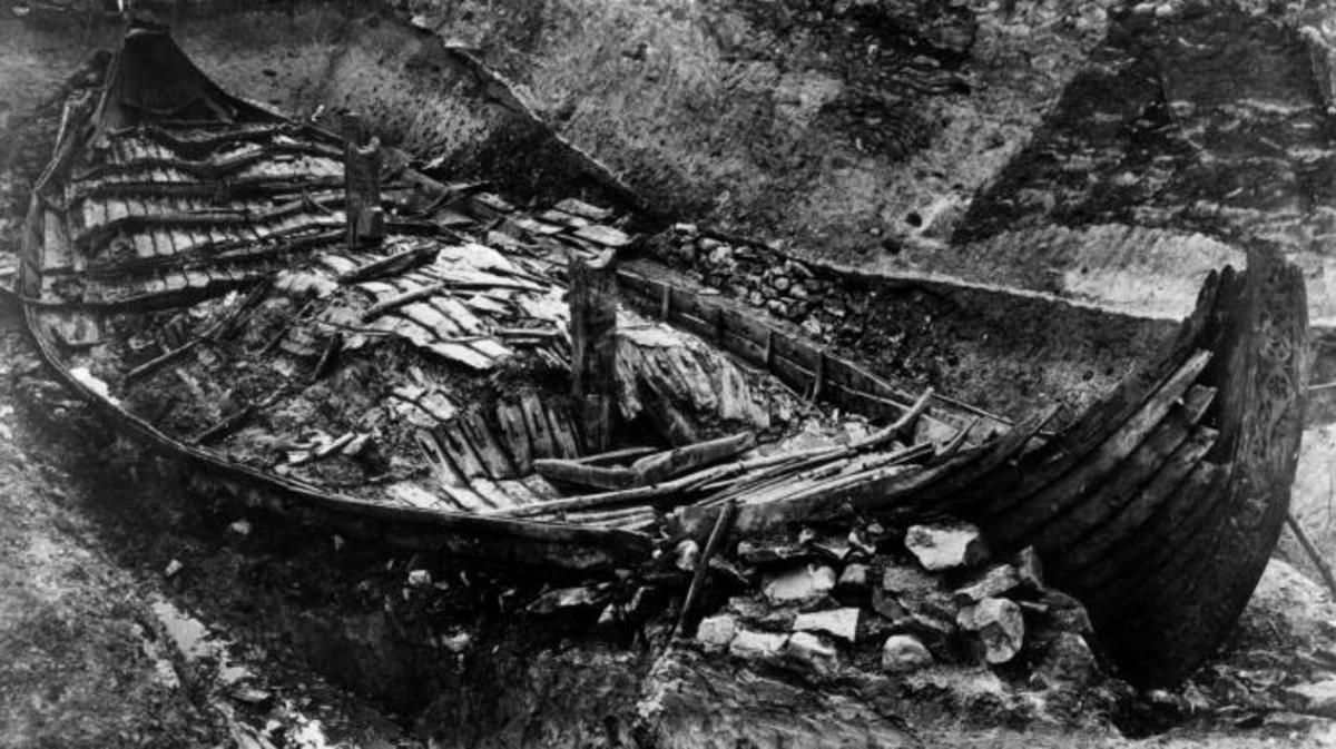The excavation of the Oseberg ship, a Viking vessel used as the burial chamber of an important woman in 834 AD. It was discovered on a farm in Vestfold, Norway in 1904. (Credit: Hulton Archive/Getty Images)
