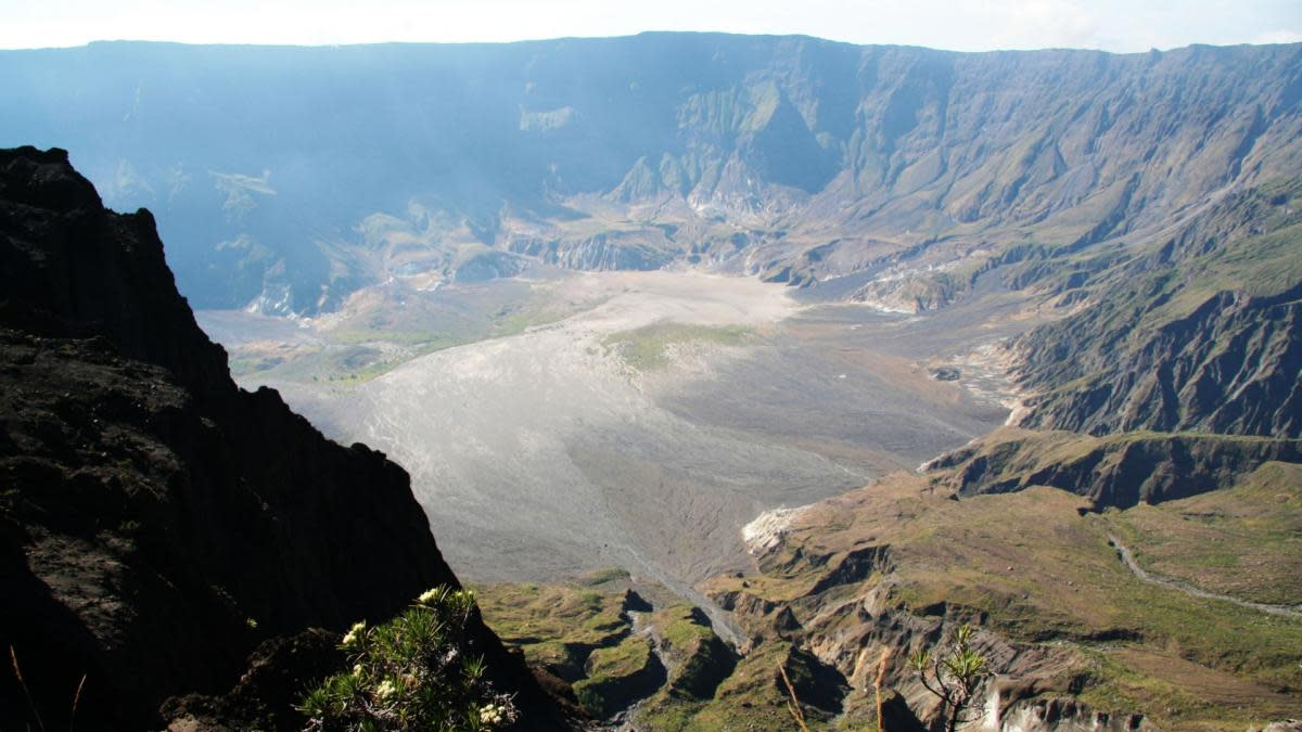 A view from the craters edge of Mount Tambora on the island of Sumbawa in Indonesia. (Credit: Adam Majendie/Bloomberg via Getty Images)