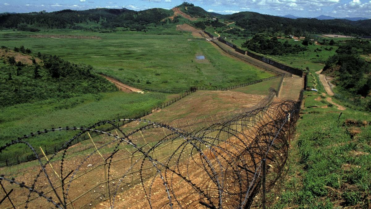 The DMZ line at the demilitarized zone between South and North Korea, 1990.  (Credit: Kurita KAKU/Gamma-Rapho via Getty Images)