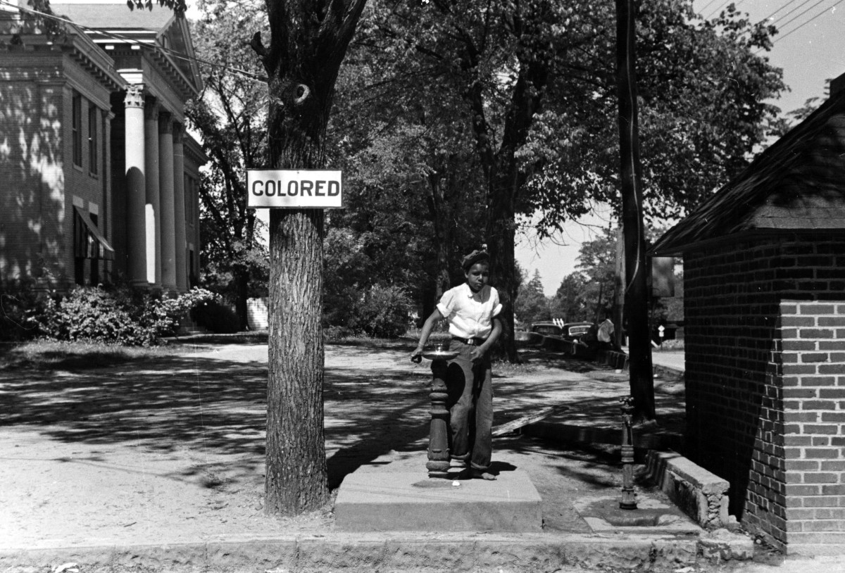 Jim Crow Laws History You Should Note That In This Picture The Wire Quotcolorsquot Are Incorrect