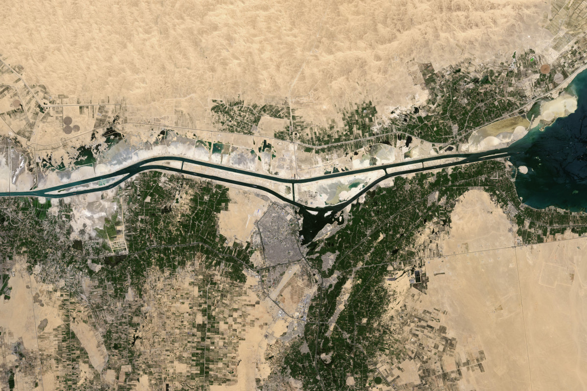 building history the suez canal