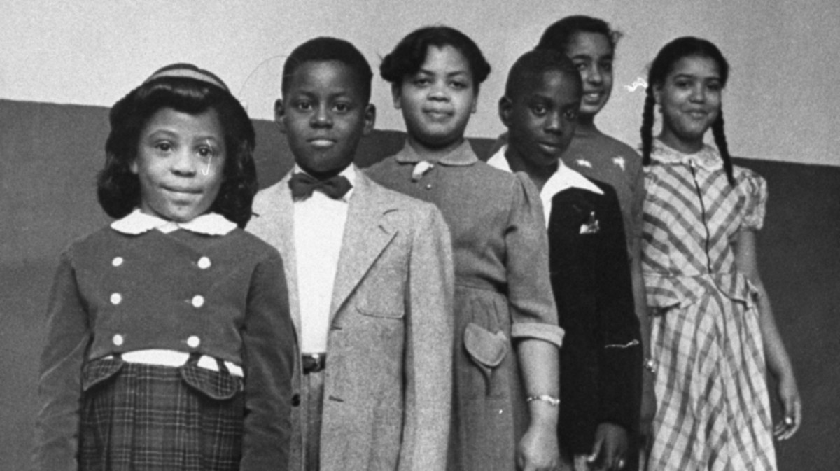 The children involved in the landmark Civil Rights lawsuit Brown v. Board of Education, which challenged the legality of American public school segregation: Vicki Henderson, Donald Henderson, Linda Brown, James Emanuel, Nancy Todd, and Katherine Carper. (Credit: Carl Iwasaki/The LIFE Images Collection/Getty Images)
