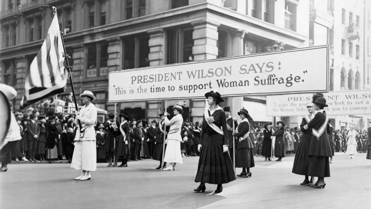Women suffrage parade backing Woodrow Wilson's campaign for Woman's votes in 1916.
