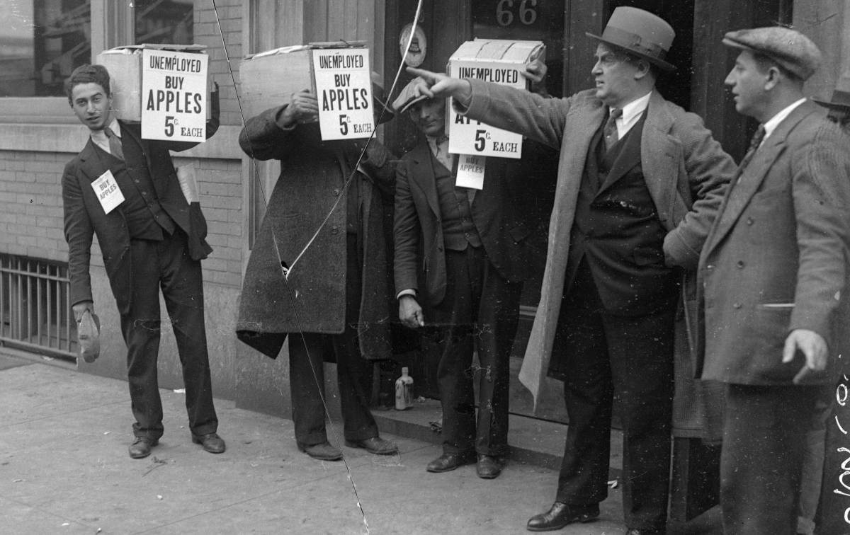 How Apples Became a Weapon Against the Great Depression - HISTORY