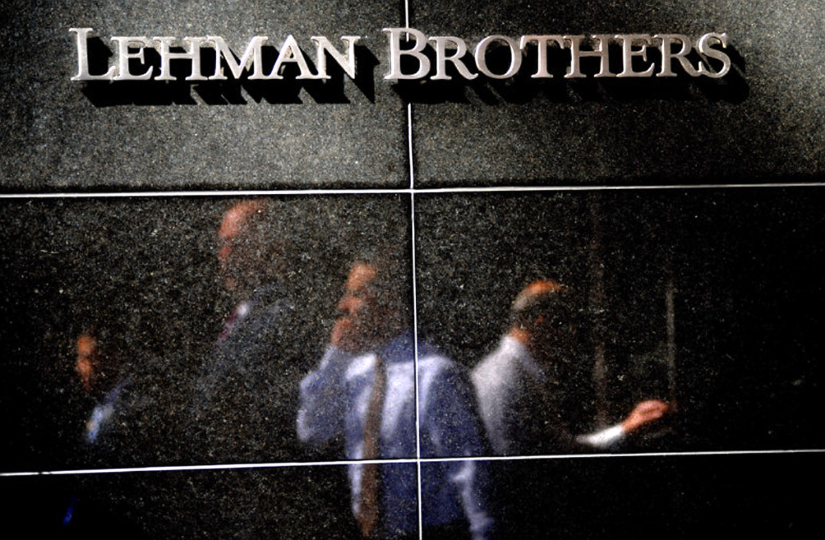 Former employees of financial giant Lehman Brothers leaving the New York City headquarters.