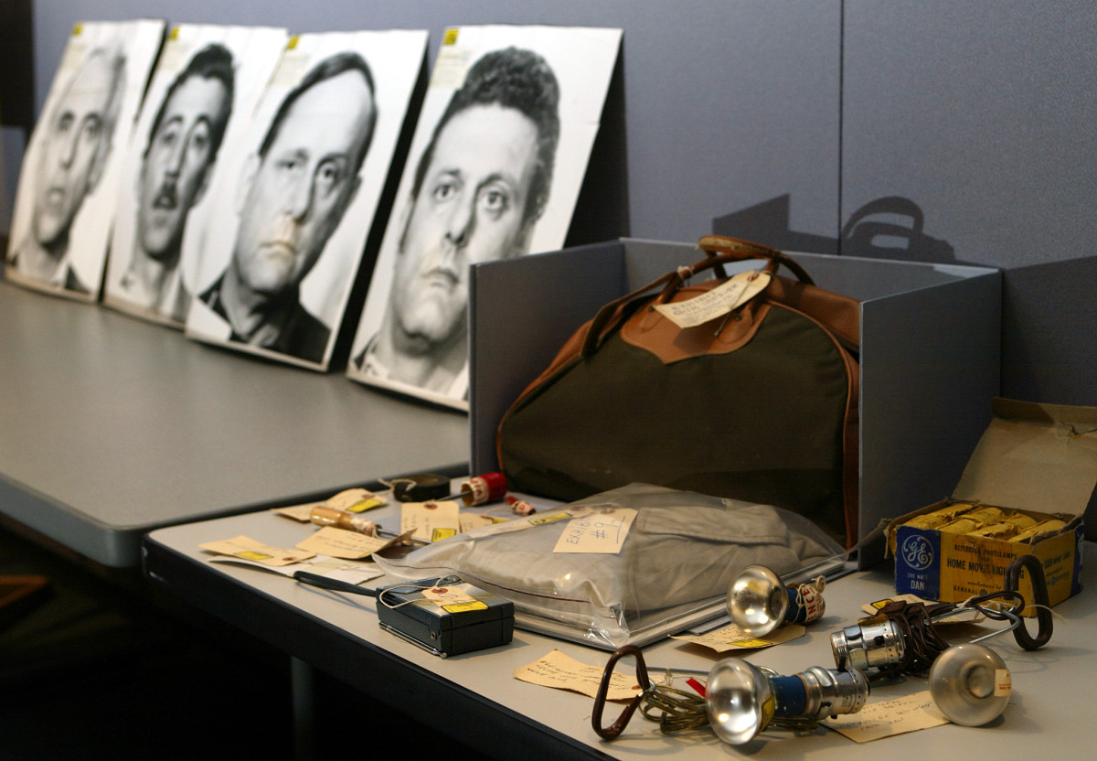 Pieces of police evidence around the Watergate scandal. To the left are arrest photo enlargements of the 4 Cubans from Miami who committed the crime: Valdez Martinez, Virgilio Gonzalez, Bernard Barker, and Frank Sturgis.