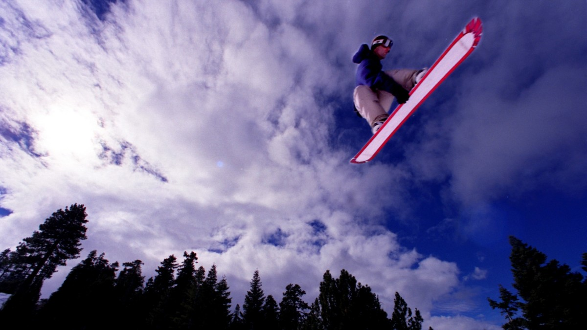Snowboarder at Snow Summits Ego Trip Super Park, designed to accommodate high caliber snowboarders in mind, (Photo by Rick Loomis/Los Angeles Times via Getty Images)